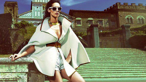 """Raffaella Modugno senza veli per """"For Men"""" che torna in edicola con il maxi calendario. Dopo aver partecipato a Pechino Express e al concorso di bellezza M"""