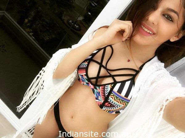 Aalia, Pooja Bedi's Daughter Just Gives The Apt Answer On A Lewd Comment! - Indiansite