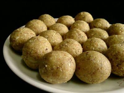 Palleela Kobbari Louse ~ Coconut Peanut Laddu