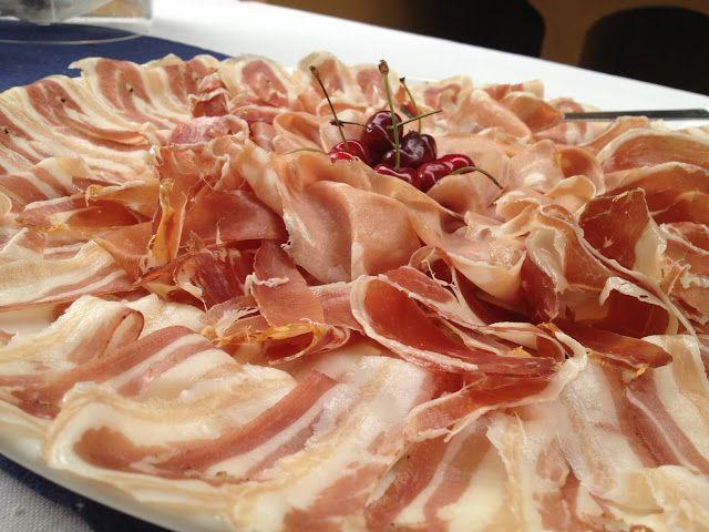 tagliere di salumi misti : proscutto crudo pancetta mortadella - buffet - italian food, love Italy