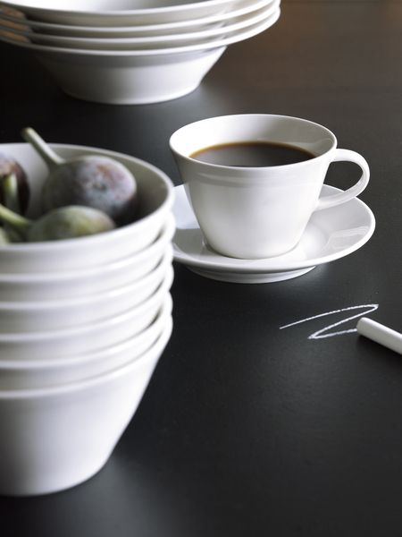 Pentik Anis Coffee Cup | The coffee cup of Anis (Anise) series pairs nicely with Anis saucer. Designed by Lasse Kovanen, Anis is a tableware series whose light-coloured simplicity leaves space for colourful textiles and portions. The white setting it creates is loved both by ornamentation-loving Parisians and minimalists who prefer modesty.