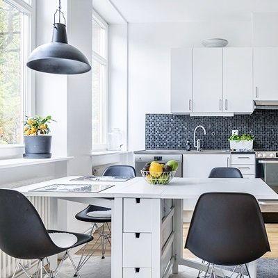 Kitchen view 🥑 #myhome #kitcheninspo #marbodal #marbodalkök #eames #köksbord #minimalist #minimalhome #minimalliving #homeliving #vittkök #skandinaviskahem #kök #homestyledecor #köksinspiration #nordichome #homeinspo #granit #ikeainspiration #ikeasweden #homedetails #heminredning #whiteinteriors #hosmig #minimalisticstyle