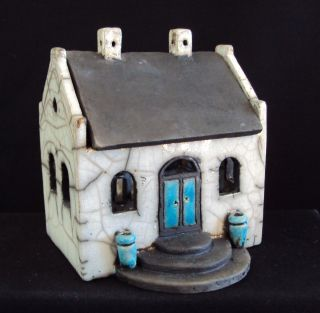 Little raku house by Hanne Sig Helms