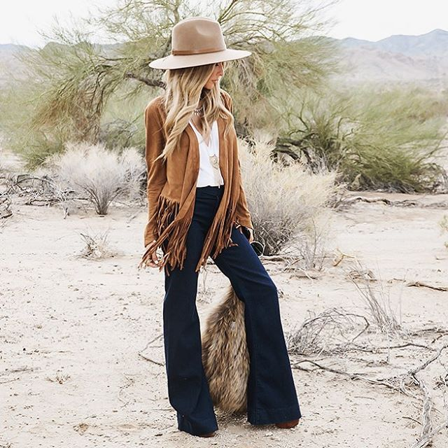 beige hat + white shirt + suede fringe jacket + blue jeans #style #outfit #fashion
