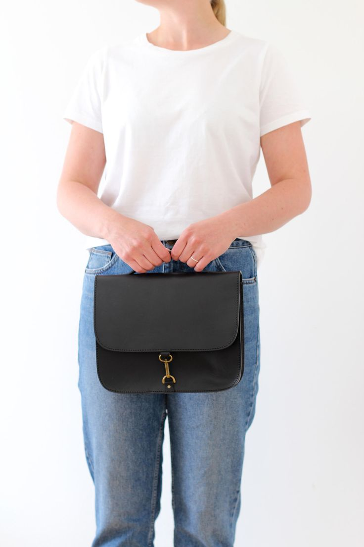 Outfit inspiration featuring the MONO satchel bag in black! MONO is a stylish satchel bag with a minimalistic, Scandinavian look. This bag fits your iPad mini or an A5 notebook, and works also as a small briefcase. Handmade from vegetal tanned leather.