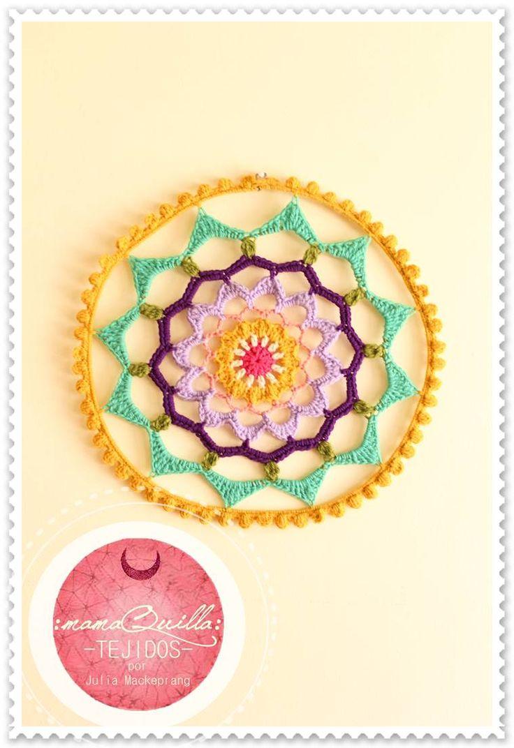 MANDALA // Diametro 45cm aprox. / Ideal para colgar y decorar tus espacios./ Color, Calidez y Magia.  Tejido a Mano por :mamaQuilla: >>>Contacto: mqartesaniastejidas@gmail.com