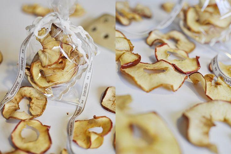 Wie du dir ganz einfach leckere und knusprige Apfelchips zaubern kannst, zeige ich dir bei mir auf dem Blog. So gesund können Snacks sein!