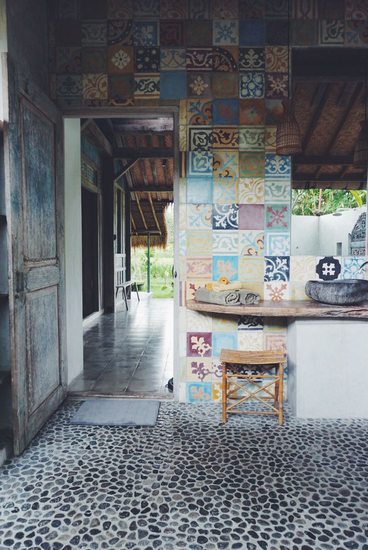 i love colour, but not too much, these tiles are amazing >__< imagine them just givinf accents to a beautiful white washed earthy cob house. and that floor <3 don't even get me started on how beautiful that floor is.