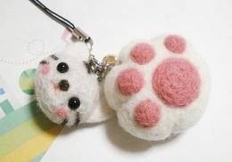 羊毛フェルト/肉球(ホワイト)&猫ちゃんストラップ