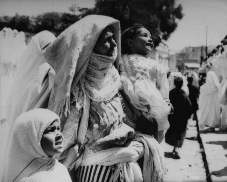 Nicolás Muller, Madre con niños Marruecos, 1944.