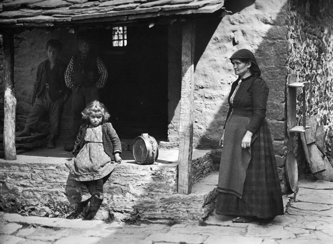TRAVEL'IN GREECE I Frédéric Boissonnas: Κάμια Ζαγορίου 1913