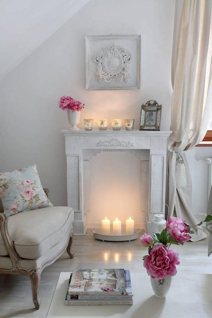 manteau de cheminée, déco fantastique à éléments baroques blancs et déco florale