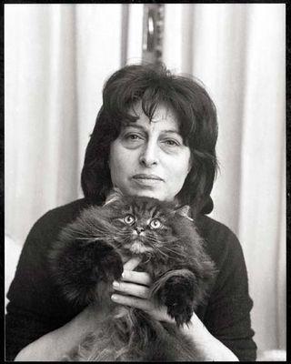 Anna Magnani e un gatto