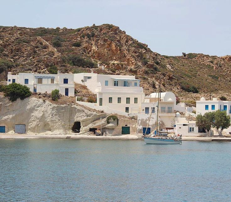 The relaxing and picturesque Kimolos island (Κίμωλος)