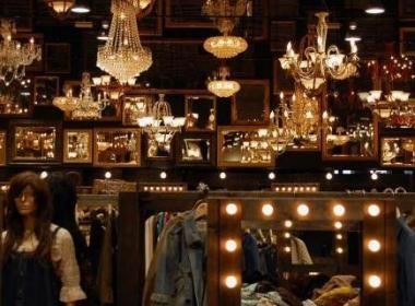 KYOTO : shopping FRIPPE  Le chic de la fripe  Boutique de mode pointue, Hanjiro séduit les jeunes par la diversité de son offre vestimentaire et ses prix raisonnable...