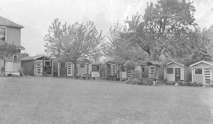 "Seen here in 1937 and operated by the George family, Rainbow Cabin Camp advertised themselves as ""nearest to the Falls"" and had ""low rates and clean cabins"". This location has now evolved into the Rainbow Motor Inn. Niagara Falls Public Library. Canada 150."