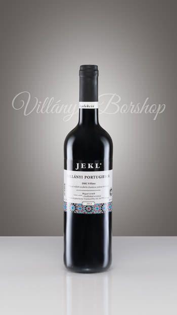 Jekl Villányi Portugieser  Minden évben egy lágy, bársonyos, könnyű vörösbort készítünk ebből a szőlőfajtából. Ha az évjárat lehetővé teszi, már Márton-napon megjelenünk egy primőr borral. Kóracél tartályban erjesztjük, és kis fahordóban érleljük. Ez az a bor, amely minden helyi borász palettáján megtalálható, és egy-két évvel a szüret után el is fogy. Jól esik inni önmagában is, vagy egy jó halászlé mellé.