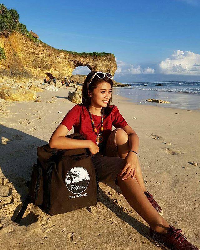 Bwanna Beach , Sumba Barat Daya with This is Indonesia BackPack yang berguna bisa dipakai dimana saja dan kapan saja dengan banyak kantong kantong berguna dengan kapasitas 30Liter #thisisindonesia #thisisindonesiastore . Check it out @thisisindonesiastore . Or add our official line : @ thisisindonesia (with @) . Photo by @lydiawijayas