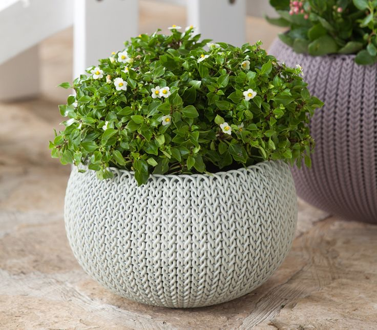 You could also knit a planter cover and then use Paverpol to make it stiff! - Cute idea for indoor planters