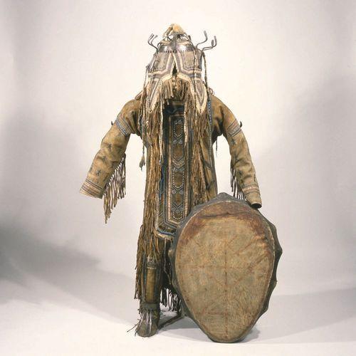 Full outfit and drum of an Evenk shaman - Grassi Museum für Völkerkunde, Leipzig