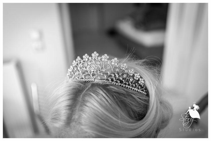 Gorgeous tiara for the beautiful bride!