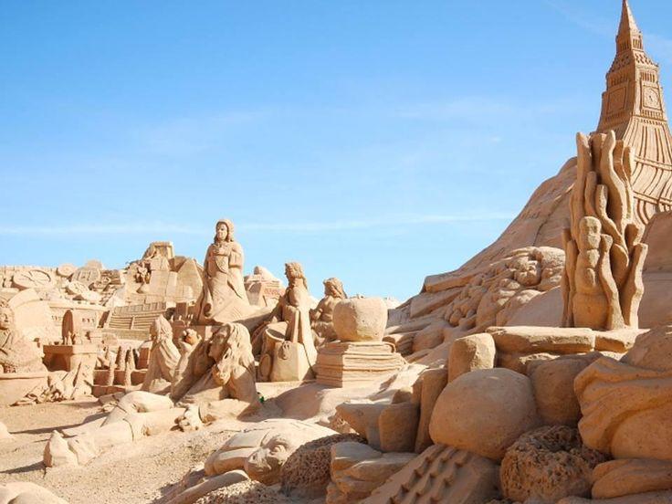 The Armação de Pêra beach displays spectacular sand sculptures from internationally famous artists. True masterpieces!