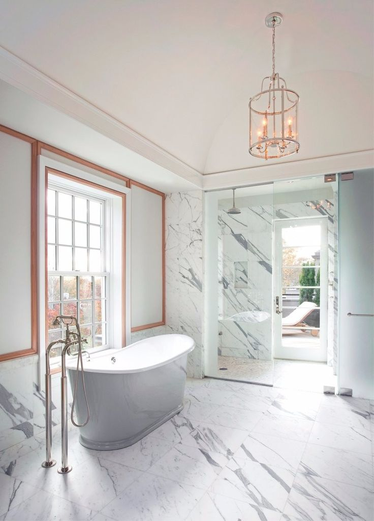 A luminous bathroom design in Chestnut Hill by Studio Dykas