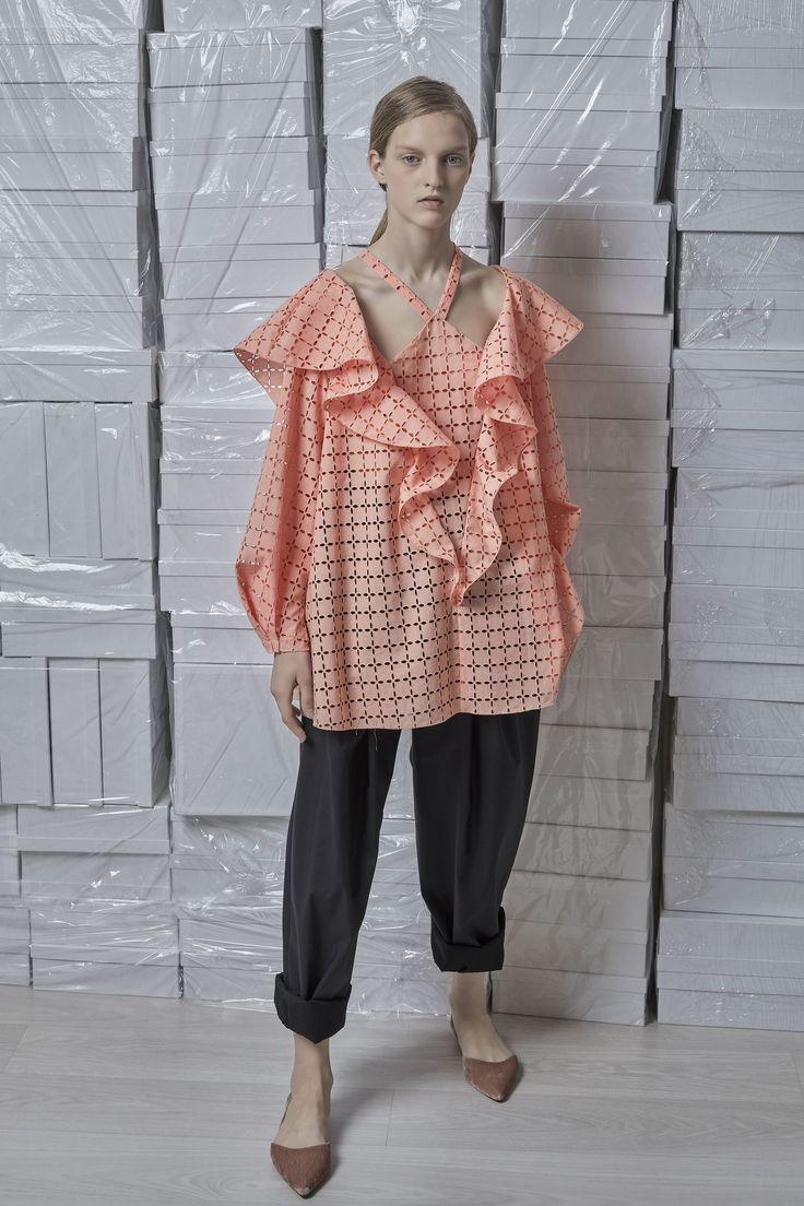 http://www.vogue.com/fashion-shows/spring-2018-ready-to-wear/vika-gazinskaya/slideshow/collection