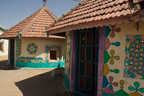 Bhoonga homes painted | Melissa Enderle | Flickr