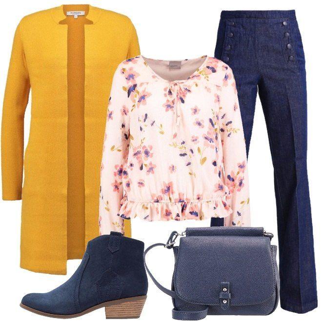 Una proposta solare e dal sapore primaverile, adatta a donne alte o medio alte. Infatti, i jeans a vita alta ed a zampa sono perfetti per questa tipologia di silhouette ed inoltre camuffano e bilanciano le fisicità a pera. La camicetta dallo stile romantico è in fantasia floreale. Il cardigan color giallo mostarda, con collo alla coreana arriva al ginocchio. Completano il look, i tronchetti texani in tessuto e la borsa a tracolla blu in similpelle.