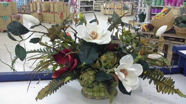 Magnolia everyday centerpiece