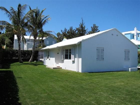 Bermuda Cottage comprising 2 bedrooms 1  Bathrooms with a wellmaintained level yard all surrounded by hedges. Located near MangroveBay and Somerset Village in a lovely residential area which is close to busshop restaurant gym and fast ferry.Kitchen has Viking appliances including gas stove warmer Fridge -Freezer plus rich granite counters. The 2 bedrooms have good naturallight and fitted closets.Floors are tiled and rooms are air-conditioned throughout. Queen sizebed set in main bedroom and…