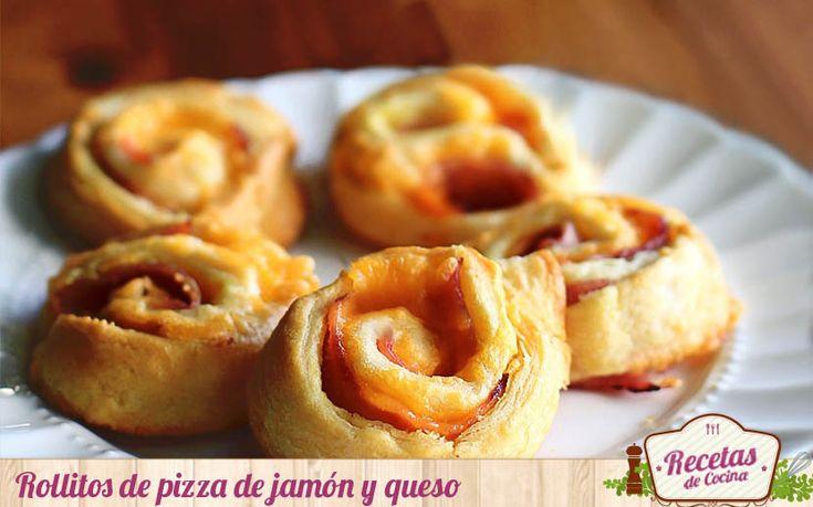 Rollitos de pizza de jamón y queso -  Surge una cena improvisada en tu cada un viernes por la noche; una cena informal entre amigos, para ver un partido. Rebuscas en la despensa y encuentras esa masa de pizza que hiciste hace unos días y conservas en dividida en porciones o en su caso, una lámina de hojaldre en el congelador. Con a... - http://www.lasrecetascocina.com/rollitos-de-pizza-de-jamon-y-queso/