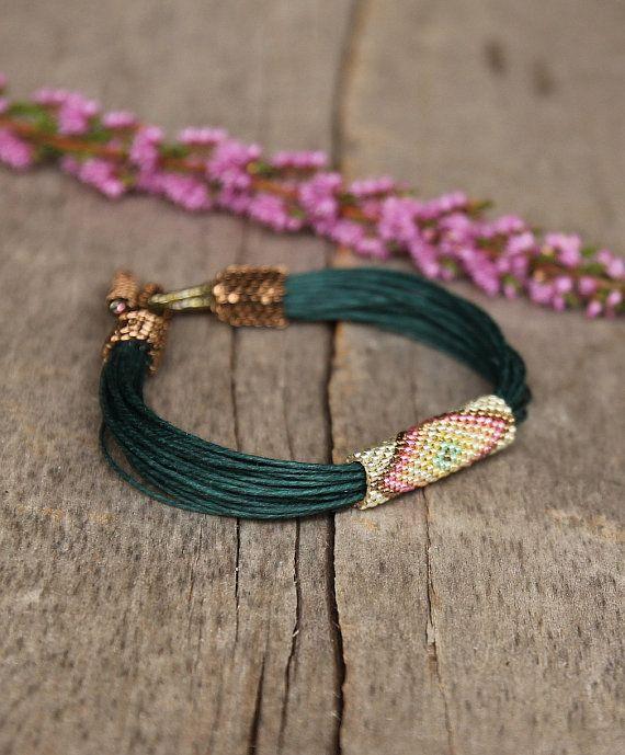 African beaded bracelet green tribal bracelet por Naryajewelry