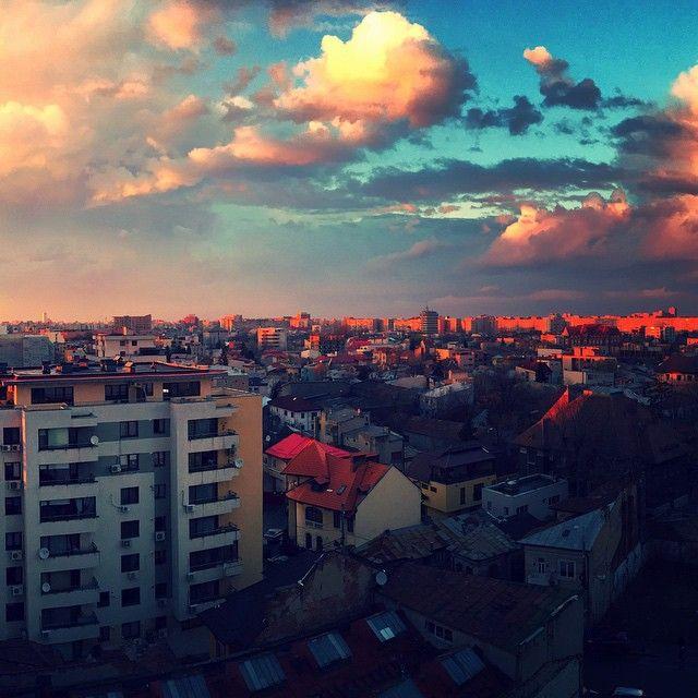 http://metropotam.ro/La-zi/cum-s-a-vazut-spectacolul-norilor-de-pe-cerul-bucurestiului-in-25-de-poze-art5915824238/