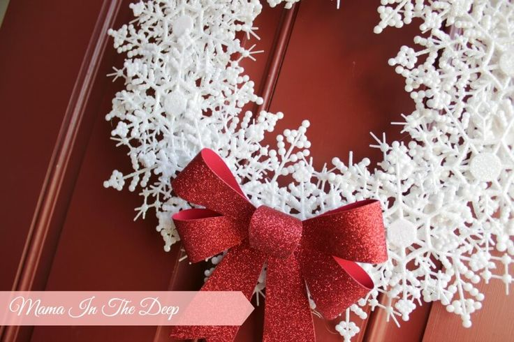 Weihnachtsdeko zum Selbermachen, Schneeflockenkranz basteln, Tolle Deko für deine Tür