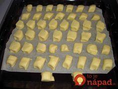 Výborné cesto zo salka na tie najlepšie sviatočné dobroty. Môžete vyrobiť akýkoľvek tvar, sú vždy vynikajúce. Potrebujeme: 200 g salka – malo by mať izbovú teplotu 200 g masla izbovej teploty 250 g hladkej múky 2 lyžičky kypriaceho prášku Strúhaný kokos 1