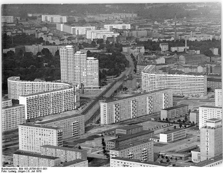 Berlin Leninplatz, Wohnblocks, Plattenbauten - July 1970