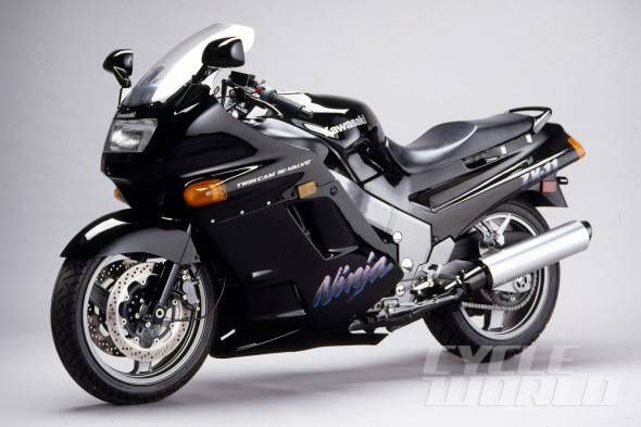 1990 Kawasaki Ninja ZX 11 studio 590x393 30 Years of Ninjas, Part 1: 1984 GPz900 Ninja to 1990 ZX 11! Forget the Pinta and the Santa Maria: It was the Ninja that delivered us to the New World.