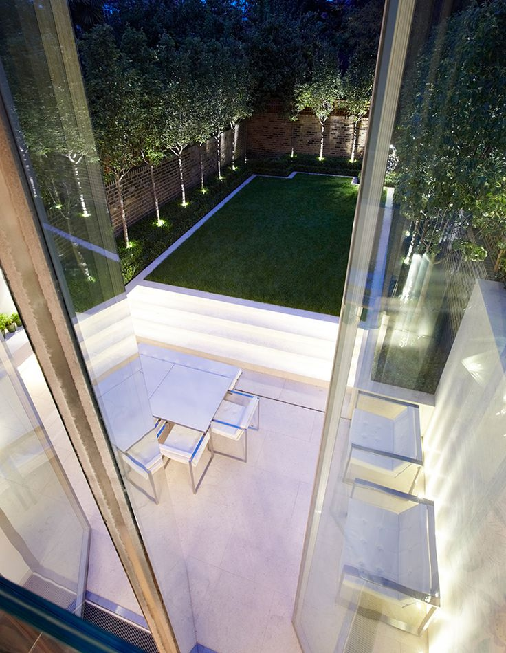 contemporary city chic garden with sublime lighting || INTERIOR DESIGN ∙ LONDON HOUSES ∙ KNIGHTSBRIDGE - Todhunter EarleTodhunter Earle