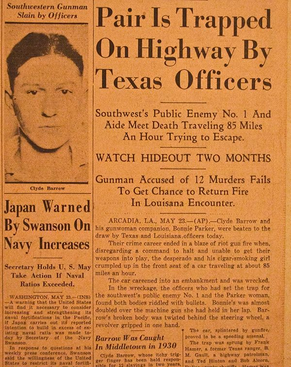 best bonnie and clyde images bonnie parker pair is trapped on highway by texas officers