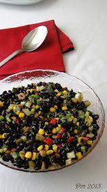 Kara Fasulye Salatası     Malzemeler;   1 su bardağı kara fasulye   1 çay bardağı haşlanmış mısır   Yarım demet taze soğan   Bir kaç da...