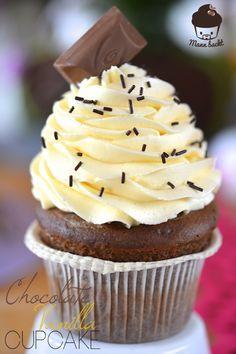 Schokolade_Sponge mit Vanilletopping http://www.mannbackt.de/2014/04/16/chocolate-vanilla-cupcakes-genuss-auf-allerhoechstem-niveau-1368/