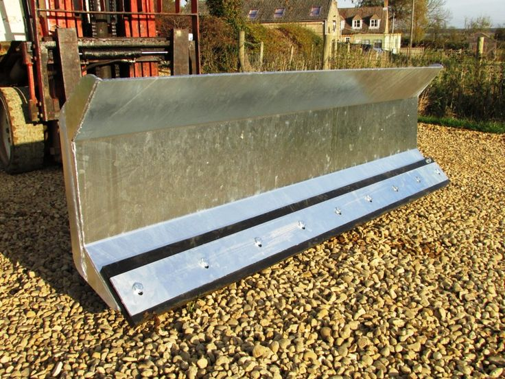 For sale 15 degree left hand sweep. c/w replaceable bolt on rubber wear edge. Suitable for any fork lift truck. Galvanised for long life..  To find out more go to https://www.agri-linc.com/snow-blade-fork-mounted-heavy-duty-1800mm-wide-galvanised.html