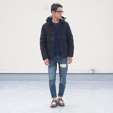 メルトン素材でダウンを包み込む、最高の防寒性を持つダウンジャケット。 [AUD2691] http://www.aud-inc.com/product/2518 冬の防寒アイテムとして欠かせないダウンジャケット。 フロントからフードへのラインもスタンドカラーとなる事で、肩に落ちずにシャープな印象を形作ります。 暖かなで上品なウールメルトン素材は その質感と着膨れしないシルエットから、最近では目にする事も多くなっておりますスーツの上にも着用可能な点も人気のポイントとなっています! オンオフ共用可能な1着。 是非この冬の防寒スタイルに如何でしょうか!