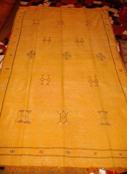 Kilim marocchino (Artigianato Marocco, Tessuti, pouff, kilim) di Artigianato Vulcano, eCommerce specializzato nella vendita di articoli etnici, marocchini e orientali.