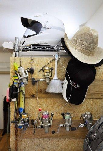 収納ボックスの並んだ脇の壁には、ご主人の釣り用品が掛けてある。釣りでは、基本的に「おいしくない魚は釣らない」そうだ。