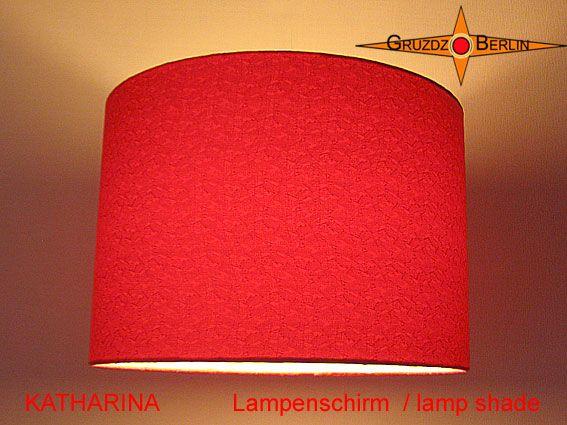 Lampenschirm KATHARINA im  Ø 30 cm. Geben Sie es zu, einfach himmlisch, dieser rote Lampenschirm mit dem matten Glanz des Seidensatin und seinem Jacquard.