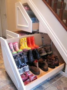 Schrank unter Treppe und andere Lösungen, wie Sie für mehr Stauraum sorgen