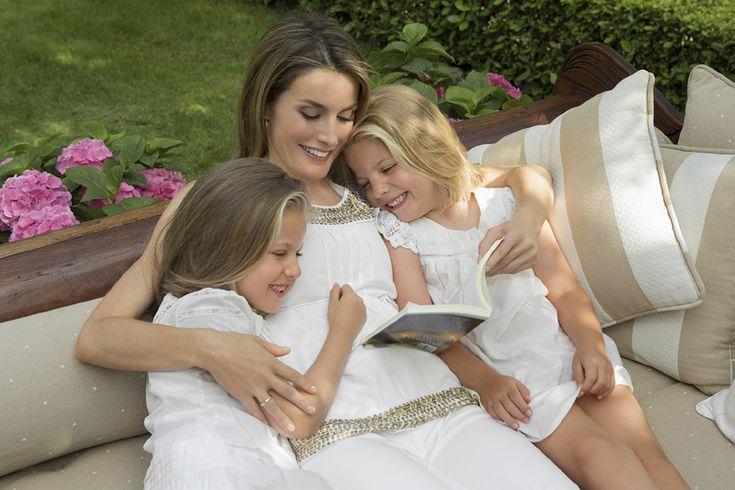 Los 10 años de la Princesa de Asturias en 10 imágenes - Foto 6 El 40º cumpleaños de doña Letizia nos regaló imágenes tan tiernas como éstas de la futura Reina de España